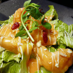 中国料理酒家 中 - ぷりっぷりの海老をフリットにし当店オリジナルマヨネーズソースで絡めた人気メニュー。