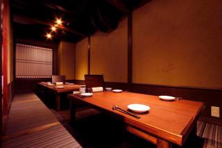 個室接待・打ちたて蕎麦 永山 - ご人数様によりゆったりお座り頂けます。写真は2階10名様のご準備です。トイレも各フロアーに御座いますので安心です。