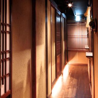 個室接待・打ちたて蕎麦 永山 - 2階の通路になります。写真手前右側にトイレが御座います。