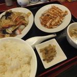 中華料理 栄海 - 棒棒鶏+豚肉ときくらげ炒め756円