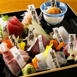 メディアで話題!当店人気No.1の鮮魚と熟成魚の刺身盛合せ!