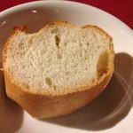 48087282 - パスタにはパンも付きます