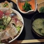 和膳ゆずり葉 - 海鮮丼ランチ(大)700円