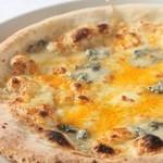 ラ・ベルデ - 【Pizza】クワトロフォルマッジ&アンチョビ