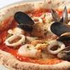 魚介をのせたピッツア フルッティ ディ マーレ