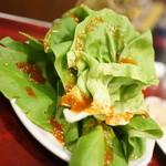 ホルモン・焼肉 キムチ - サラダ菜