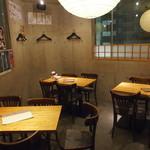 ワインカフェ 月 - 4名以上から貸切可能の3Fテーブル席