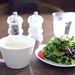 アル・パシア - 料理写真:サラダと里芋のスープ