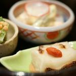 草津亭 - 先附(さきづけ)。焼豆腐(やきどうふ)