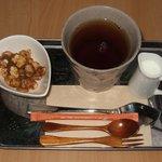 はぐら茶屋 - 本日の紅茶、キャラメル風味です。