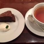 48104206 - ランチデザートのクラシックショコラと紅茶