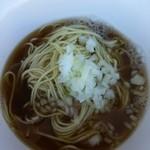 煮干乱舞 - 中華そば 500円 ver. 2.7(背黒・伊吹・鯵・平子) カエシを1/2にしてもらいました。出汁感たっぷりの優しい味わいに。