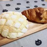 カフェテリア なかにわ - 料理写真:メロンパン/メロンクロワッサン✩︎⡱ここのメロンパン結構好きです♡でもバターの風味が前より落ちたかも?