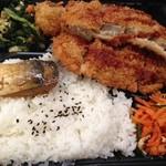 サンカクマート - カツ&煮魚弁当 432円
