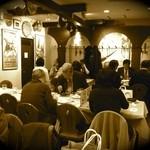 スペイン料理銀座エスペロ - 12時半ごろの店内
