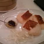 華苑 - 北京ダックの皮は小さいけど、たれの味が良かったです。