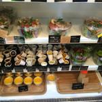 パンと、惣菜と、珈琲と。 パブリックベーカリー - サラダとか、ドレッシング色々