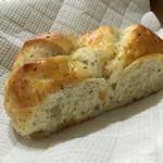 小麦の森 - りんごと紅茶のパン 1/2 ¥124