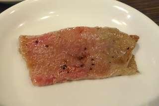 ニクアザブ 六本木店 - トモサンカクは薄くトロリと美味しい一品。