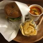 ラッキー ベーグル - スープ、有機ジャガイモのポテチ付きのお得なセット