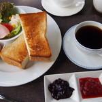 イーハトーヴ Sora - モーニングトーストセット(コーヒー・紅茶おかわりOK)¥600