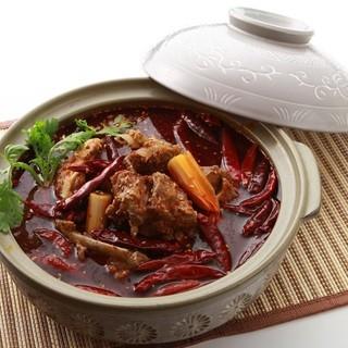 特製骨つき羊肉の鍋【羊蝎子鍋】