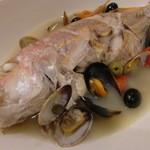 ぷちっく - 魚を丸ごと煮込んだアクアパッツァ