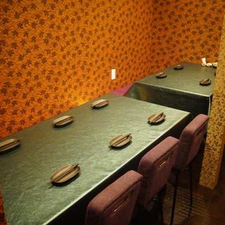 1階奥はリニューアル!最大10名様まで可能なテーブル席!