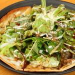 お野菜もたっぷり食べられます『照り焼きチキンのサラダピザ』