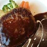 カフェテリアレストラン ワールド - ハンバーグのアップ写真。