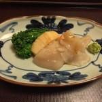 うなぎ 赤坂 勢きね - ①帆立貝とみる貝の刺身サラダ仕立て