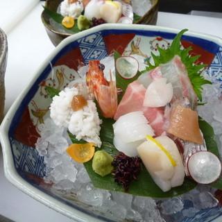 旬の鮮魚をご用意、心地よい食感がたまりません!