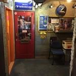 48128707 - 行き方④路地奥の正面の赤い扉が入り口(2016/03)