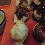 TACCO PIRE (タコピアフェスタ味楽街) - 半分にはソースを塗って食べました。