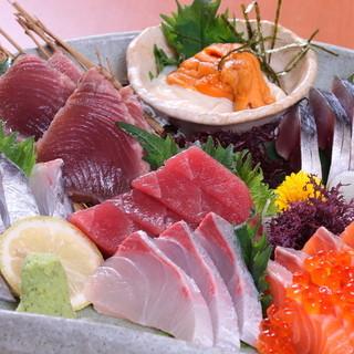 旬の食材や地元食材を使った料理も豊富に用意されています。