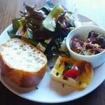 野菜とワインの食堂 スナッピィー - 料理写真:前菜、サラダ、パン