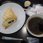 スターバックス・コーヒー - ストロベリースコーン、ブレンドコーヒー