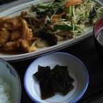 ココット - 料理写真:フライドチキンと野菜炒めセット