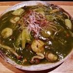 和夢茶Cafe - あんの具材は、抹茶、海老、イカ、ホタテ、しめじ、白菜など!!パリッと焼き焦げのついた麺の上に、海鮮と抹茶たっぷりの塩ベースのあんかけ焼きそば~♪(^o^)丿