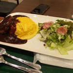 66カフェ - ディナーメニュー ハンバークとオムライス950円