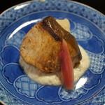 48141506 - 鰤の塩焼き・白子のソース・春若芋の天ぷら
