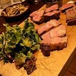 Bar espana carne - サラダのドレッシングが美味しすぎました。
