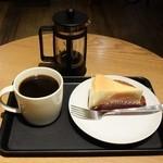 スターバックス・コーヒー - コモドドラゴンプレス&ニューヨークチーズケーキ