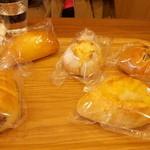 Kafu-ku cafe - 料理写真:いっぱいパンをたべたよ(二人でね!)