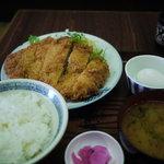 甚兵衛 - 黒豚トンカツ定食