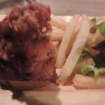 肉酒場 ブラチョーラ - 唐揚げとポテトフライ