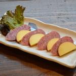 処屯 - スモークチーズ&サラミ