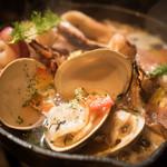 8216 Ginza prime Wagyu - 魚貝の白ワイン蒸し