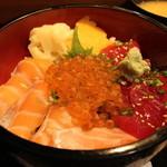 鮨健 - 三色丼 1100円。