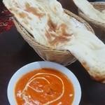 シタル サハリ - 料理写真:チキンカレーとナン